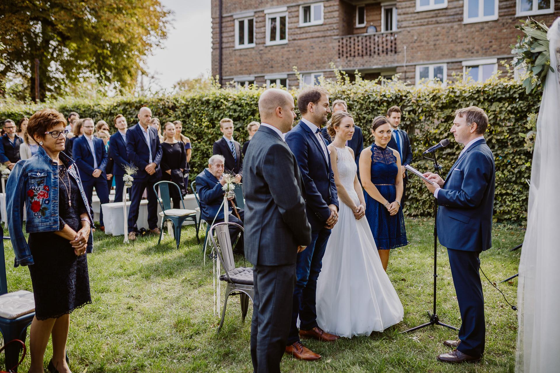 Alexander Utz, Fotografie, Hochzeit, Augsburg, Brautkleid, Brautstrauss-114